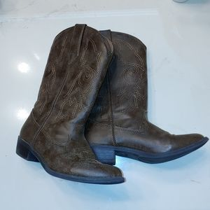 Kids brown cowgirl boots size 3